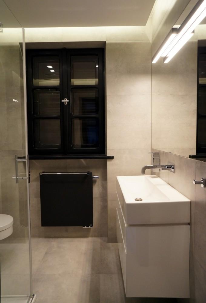 Łazienka z czarnymi akcentami